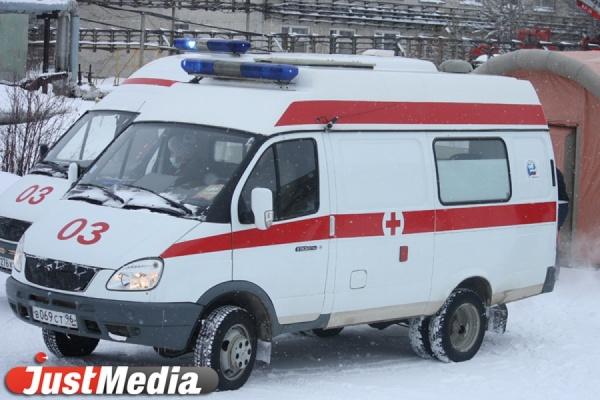 В Екатеринбурге девочка едва не задохнулась в сугробе: экскаваторщик завалил ребенка снегом