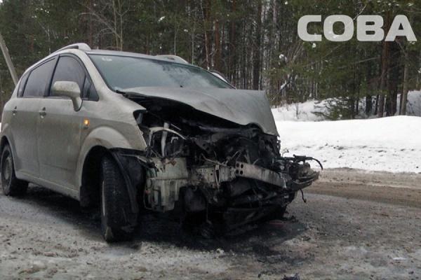 На Старомосковском тракте столкнулись пассажирский автобус и автомобиль Toyota Corolla
