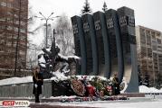 Александр Якоб возложил цветы к «Черному тюльпану»