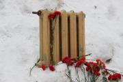 В Белоярке поставили памятник зиме без отопления