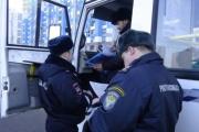 Грязные машины, хамское отношение к пассажирам и поддельные документы. Инспекторы ГИБДД проверили маршрутки Екатеринбурга