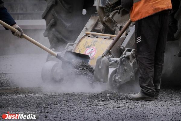 Дорожные службы Екатеринбурга потратили на «заплатки» для дорог 40 тонн холодного асфальта