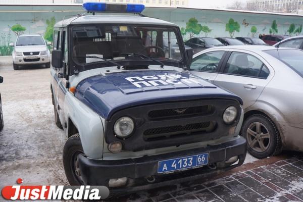 Трое екатеринбуржцев вскрыли чужой автомобиль, чтобы «позаимствовать» аккумулятор