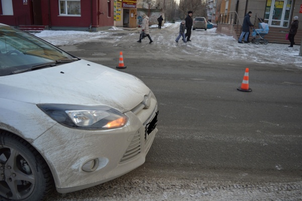 Пятилетняя девочка попала под колеса автомобиля в Ревде