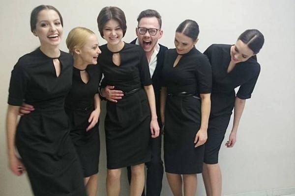 Уральский модельер одел сотрудниц ресепшн