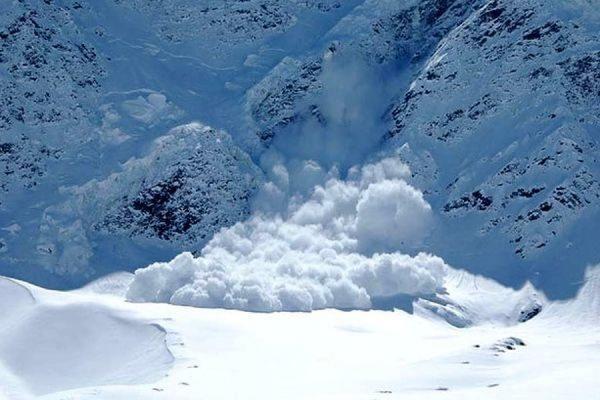 Группа туристов из 10 человек попала под лавину в Бурятии