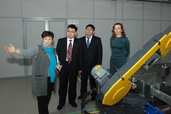 Гости из Монголии знакомятся с возможностями Уральского федерального университета