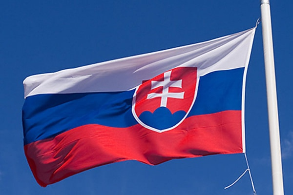 Правящая партия Словакии лишилась большинства в парламенте