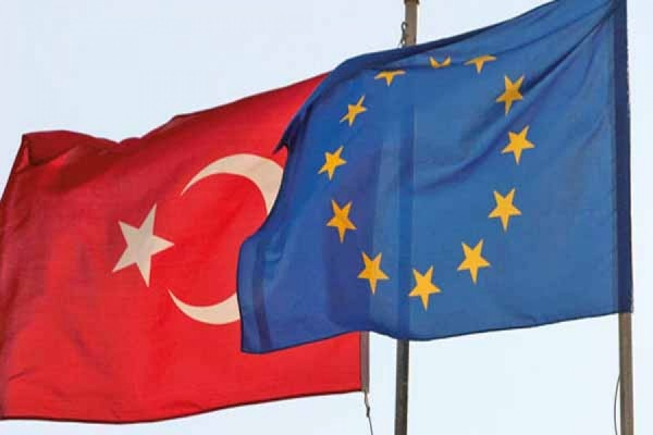ЕС и Турция обсудят на внеочередном саммите проблему миграции