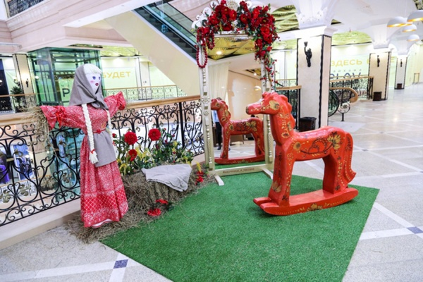 Посетители Центрального универмага «Пассаж» в праздничные дни могли сделать селфи с уникальными арт-объектами