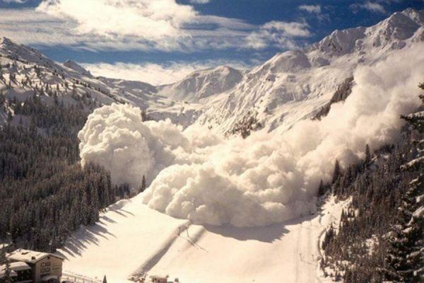 На Петропавловск-Камчатский сошла снежная лавина
