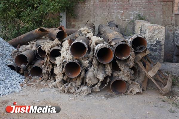 На Эльмаше из-за прорыва трубы оказалась затоплена улица Фрезеровщиков
