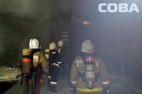 Крупный пожар в центре Екатеринбурга: на Свердлова сгорело заброшенное здание