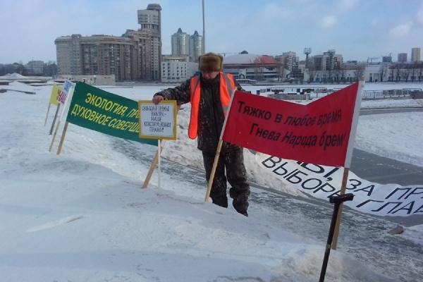 «Куйвашев, не твори беззаконие!» Жители Невьянска вышли на пикет против закона об отмене прямых выборов мэра