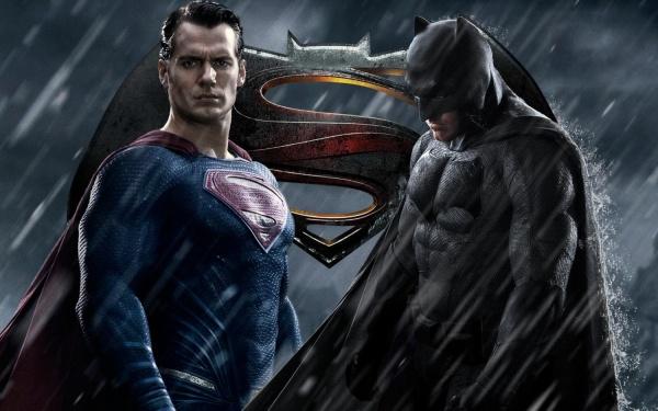 """В  кинотеатре «Премьер Зал Парк-Хаус» покажут фильм про супергероев """"Бэтмен против Супермена: На заре справедливости"""""""