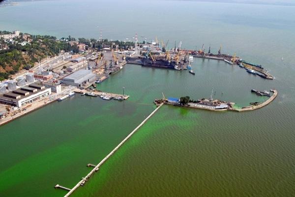 В порту Таганрога задержан столкнувшийся с мостом турецкий сухогруз