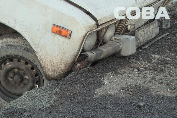 Неадекватный водитель «шестерки» съехал в яму на ВИЗе