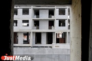 В Белоярском районе переселенцам из ветхого жилья построили дом без фонарей, звонков и козырька