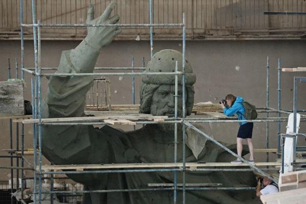 Установка памятника князю Владимиру в Москве откладывается