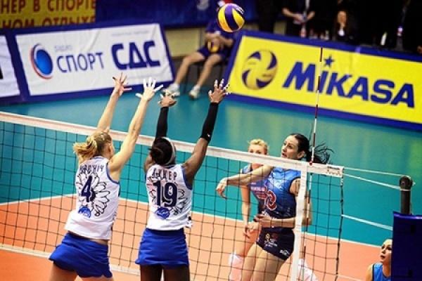 Турецкие фанаты забросали мусором российских волейболисток
