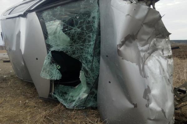 В Свердловской области 18-летний водитель-новичок на «Ладе» влетел во встречную иномарку. Погиб человек