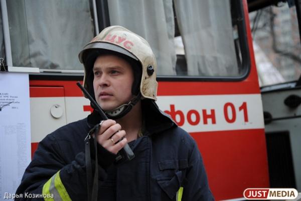 В Екатеринбурге за ночь дважды горели автомобили. От огня пострадали восемь машин