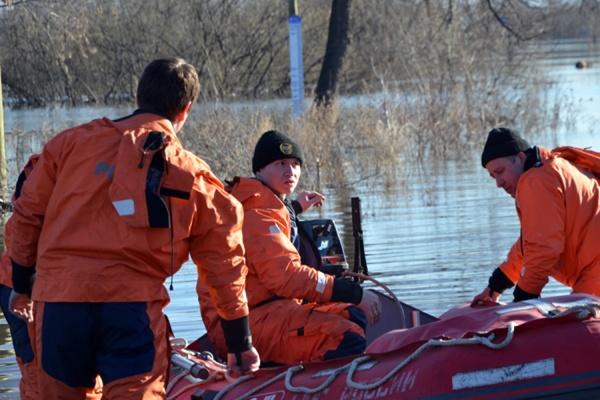 В зоне подтопления в Ирбите увеличена группировка спасателей
