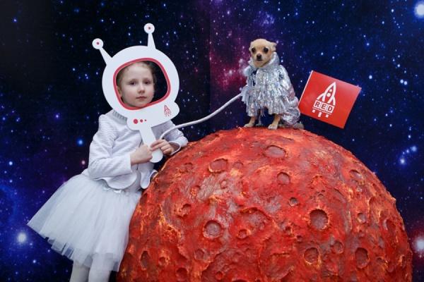 В Екатеринбурге состоялся модный показ собак-астронавтов