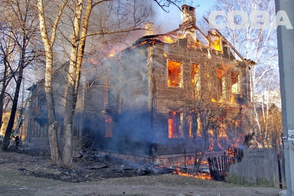 На улице Калинина сгорел отселенный барак