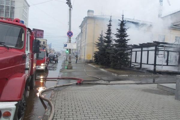 Возле «Мытного двора» утром сгорело летнее кафе