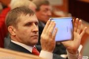 Артюх предлагает лишить областных чиновников и депутатов «золотых парашютов»