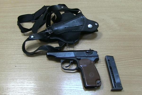 В Екатеринбурге четверо злоумышленников ворвались в квартиру под видом сотрудников полиции