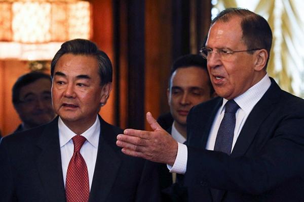 Лавров и Ван И обсудили предстоящий визит Путина в КНР