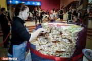 В Екатеринбурге кулинары испекли гигантский кулич