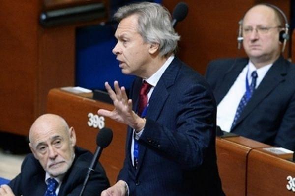 """Пушков обвинил НАТО в нагнетании """"военной истерии"""" в Европе"""