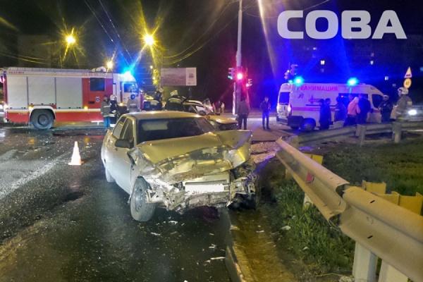 В ДТП на Объездной—Амундсена пострадали два человека