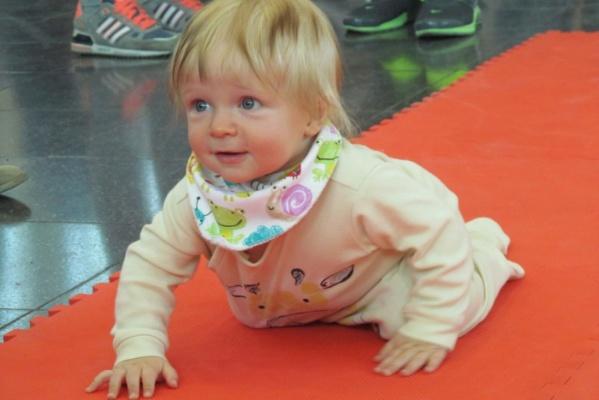 В Екатеринбурге сотня малышей от полугода до года состязалась в скорости