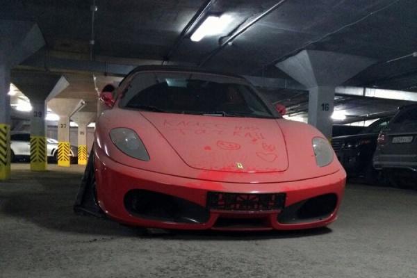 В Екатеринбурге должника лишили красной Ferrari