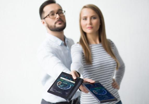 Недорогой смартфон и аккумулятор — главные летние покупки
