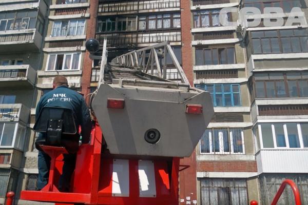 На улице Армавирской загорелись вещи на балконе многоэтажки