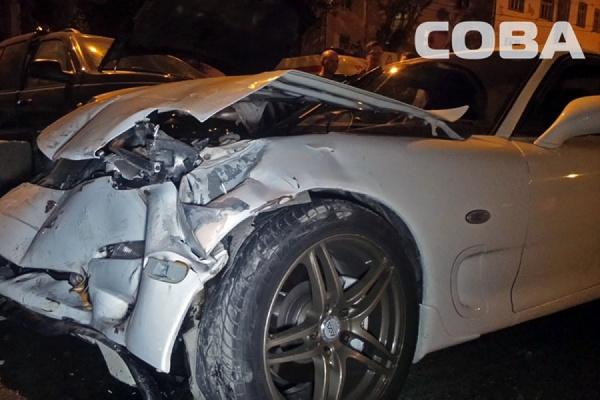 В Екатеринбурге в столкновении двух иномарок пострадали четыре человека