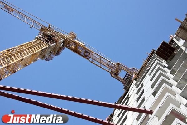 Строительный сектор стремительно проседает. В Свердловской области почти в два раза упал объем жилищного строительства