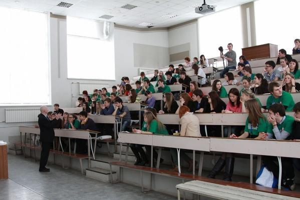 Выпускников Уральского федерального университета возьмут на работу быстрее, чем их сверстников из многих столичных вузов