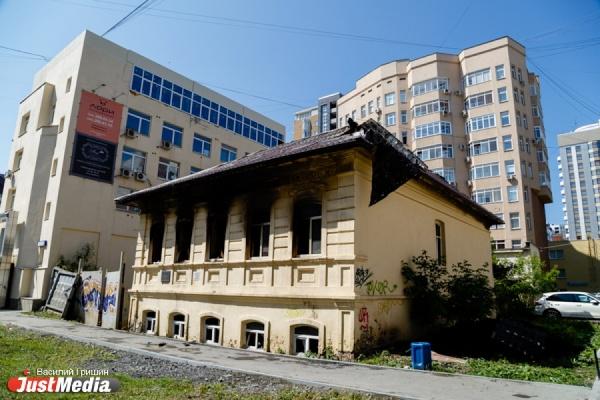 «Старинную усадьбу могли поджечь». Общественники не исключают, что пожар в здании на Красноармейской устроили недоброжелатели