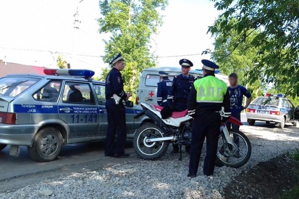 В Артемовском мотоциклист сбил женщину на пешеходном переходе