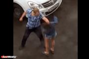 ЖЕСТЬ! Пьяный уральский мачо избил подругу на глазах у прохожих. ВИДЕО