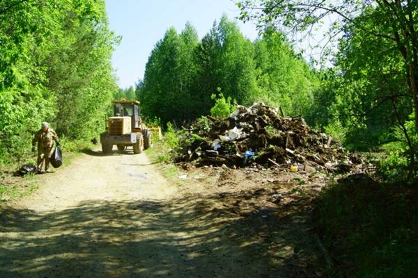 В ходе субботника возле Висимского заповедника собрали пять КАМАЗов мусора