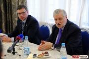 Лидер эсеров Миронов заступился за провалившего капремонты Караваева