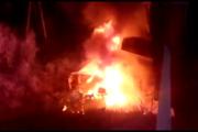В Свердловской области самосвал слетел с моста на железнодорожные пути и загорелся. ФОТО