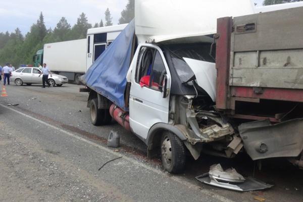 Подробности смертельного ДТП на трассе Пермь—Екатеринбург: три человека погибли на месте, один в тяжелом состоянии в больнице